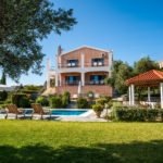 Luxury family Villa with Pool , BBQ, Gardens
